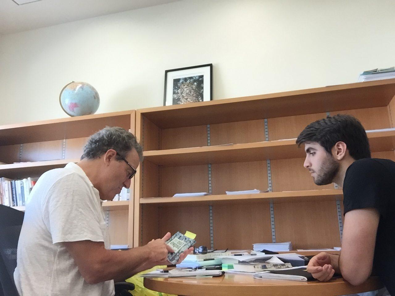 Siebert and Cabral deep in conversation. Photo: Sebastián Rojas Cabal.